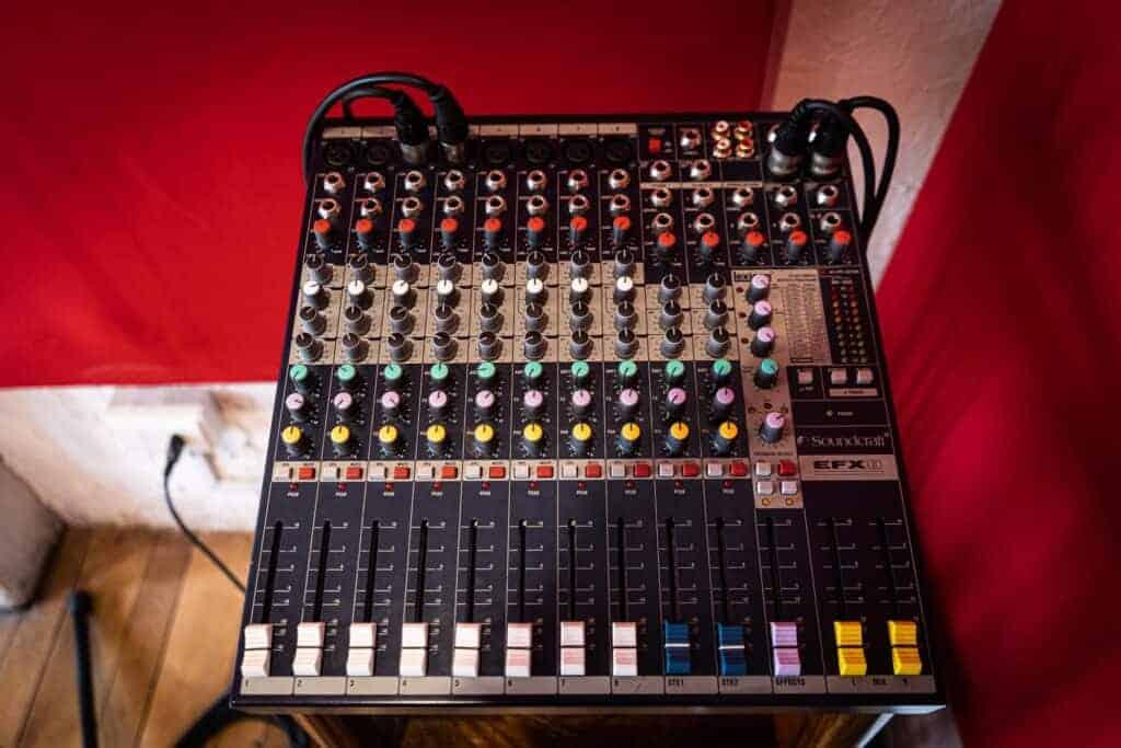 The Rec Lab - Soundcraft EFX 8